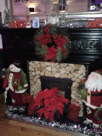 West End Hotel: Gorgeous fireplace