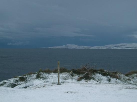 Creevy Pier Hotel: Winter snow