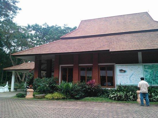 Tao Garden Health Spa & Resort: Office Building with reception area