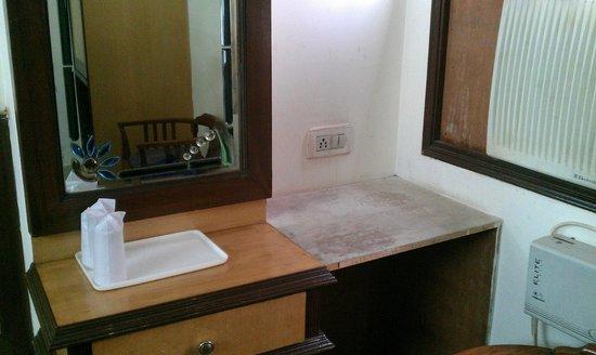 Hotel SPB 87:                   Dressing mirror