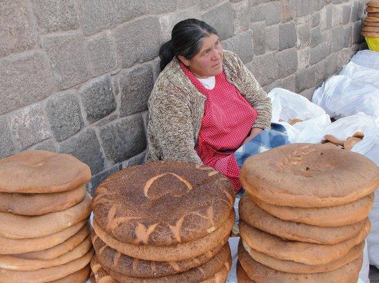 Hotel Rojas Inn: local bread