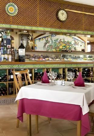 Restaurante Enrique: barra / salon