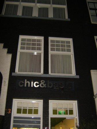 โรงแรมชิคแอนด์เบสิคอัมสเตอดัม: ingresso dell'albergo