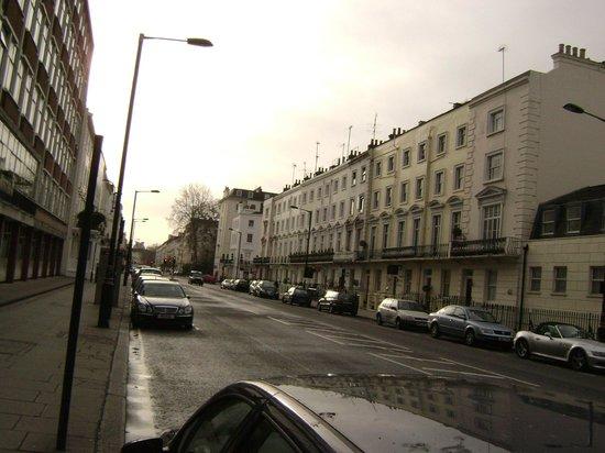 Sidney Hotel London-Victoria: улица, где располоежн отель Sidney