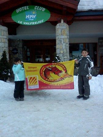 Hotel Club Marmara : Les petits devant l'hotel.