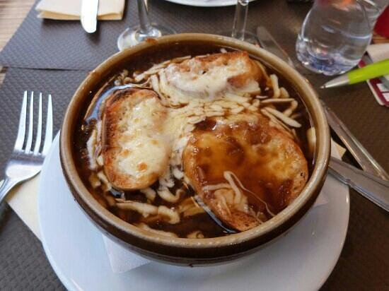 Le Mirador: Soupe Gratinee a l'oignon (salatissima)