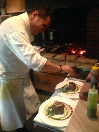 Mauri's Ristorante La Rocca: Mauri at the grill