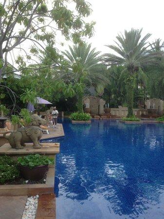 Holiday Inn Resort Phuket: View of the Busakorn Wing pool