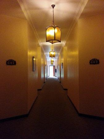 Hotel De' La Ferns: Hallway to room