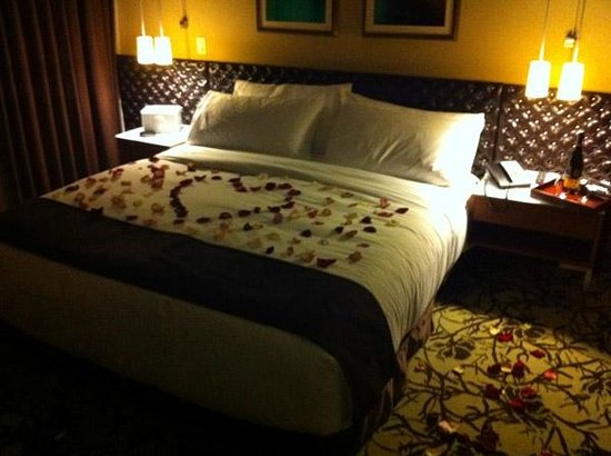 Cassa Hotel 45th Street New York : My Cassa Suite Bedroom (With a Concierge Touch!)