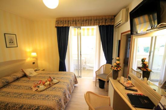 Raffaelli Park Hotel: camera doppia con balcone
