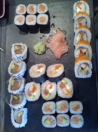 Ten'kei : makis saumon + California Rolls (CR) Saumon + CR Niko
