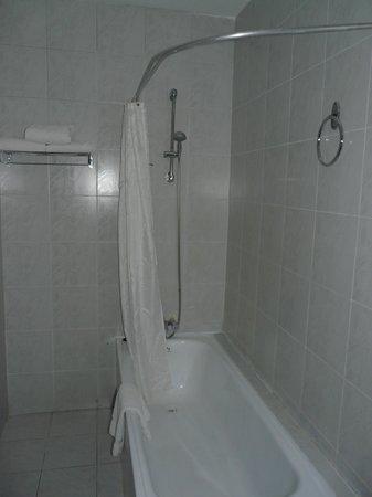 โรงแรม ซุยส์ซี่: salle de bains