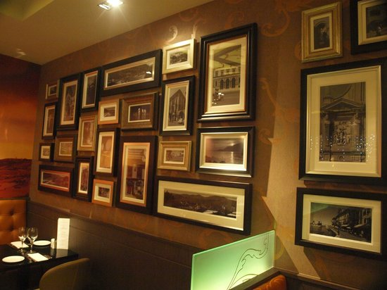 Barolo Grill: Picture framed wall
