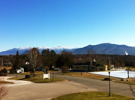 Mountain View Grand Resort & Spa: Mt. Washington from hotel entrance