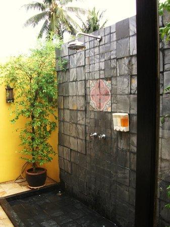 GLOW Elixir Koh Yao Yai: shower