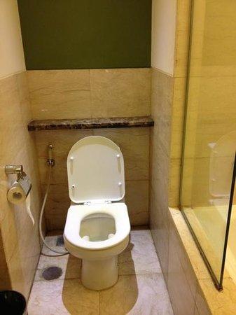 the bathroom picture of grand serela setiabudhi bandung tripadvisor rh tripadvisor com