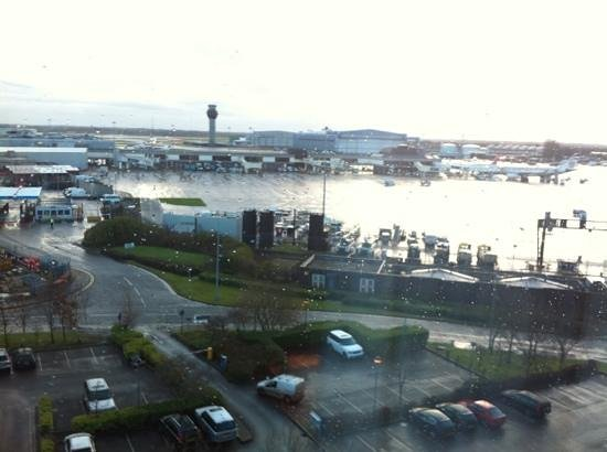 Radisson Blu Hotel, Manchester Airport: view from room on floor 7