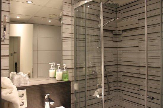badkamer kamer 031 - Foto van Postillion Hotel Deventer, Deventer ...