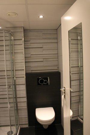badkamer kamer 031 - Picture of Postillion Hotel Deventer, Deventer ...