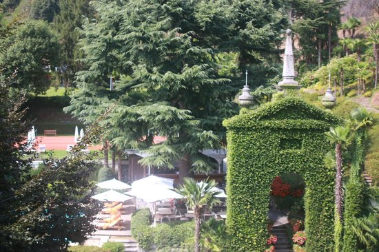 Grand Hotel Tremezzo: beautiful view of the backyard gardens from our room