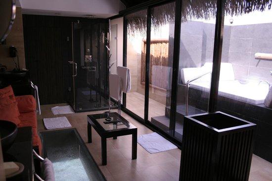 Adaaran Prestige Vadoo: Salle de bain de la chambre piloti