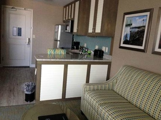 Residence Inn Portsmouth Downtown / Waterfront: Living and Kitchenette