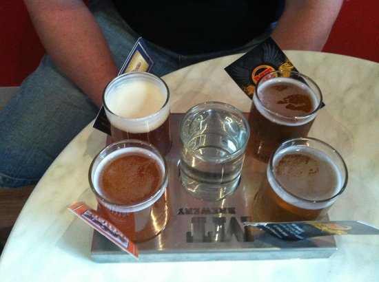 Long Road Bistro: Beer sampler tray