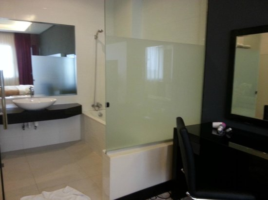 11@Century Hotel: Spacious toilet ( double that of standard room)