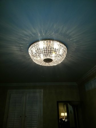 Hotel Mazarin: Light Fixture in Superior King Room (Beautiful)