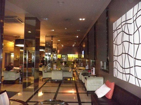 H10 Montcada Boutique Hotel: hotel lobby bar