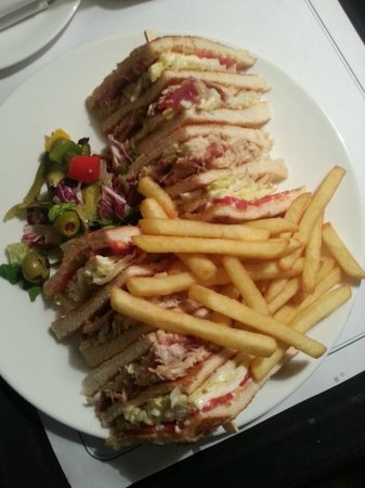 Country Inn & Suites by Carlson - Gurgaon, Udyog Vihar : The delicious club sandwich. They delivered at midnight!