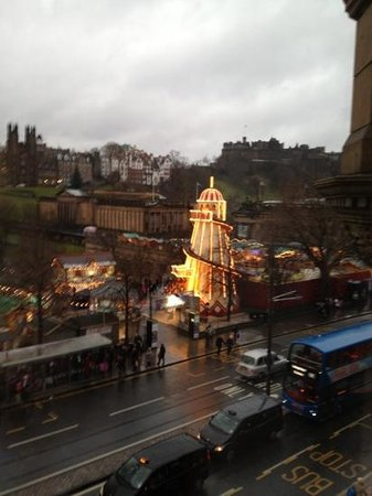 Mercure Edinburgh City - Princes Street Hotel: the view from the room