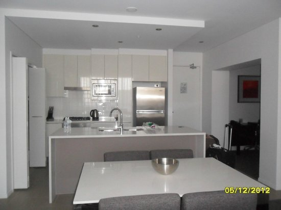 Meriton Serviced Apartments Aqua Street, Southport: Dining / Kitchen area