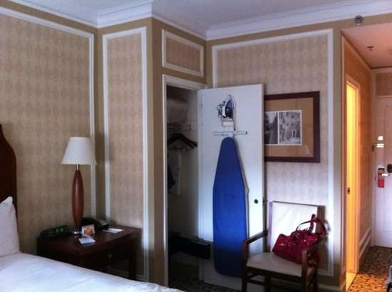 Boston Park Plaza: The inside of the room