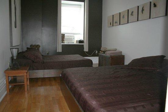 Le Gite: Chambre Marron room