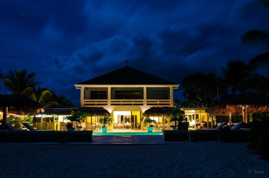 The Meridian Club Turks & Caicos: Meridian Club clubhouse in the full moon