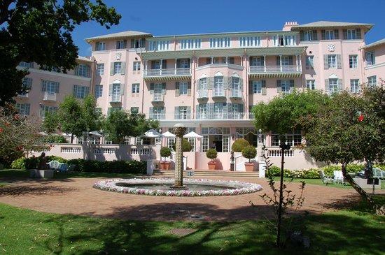 Belmond Mount Nelson Hotel: Hotel from garden