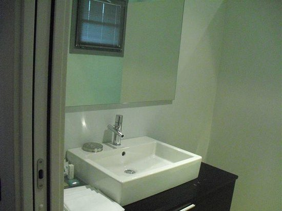 Joia Hotel & Luxury Apartments: bagno camera