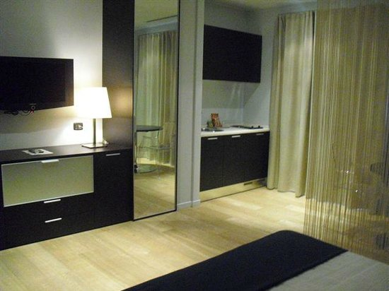 Joia Hotel & Luxury Apartments: camera standard