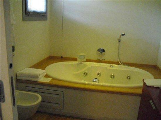 Joia Hotel & Luxury Apartments: vasca idromassaggio deluxe