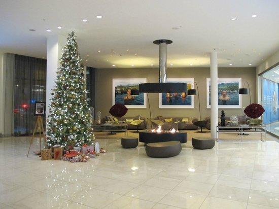 Clarion Hotel Arlanda Airport: Christmassy lobby