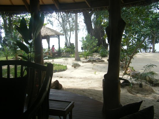 Koh Jum Beach Villas: Bar