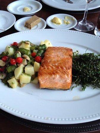 Antiquarius : salmão ainda sem o molho de maracujá