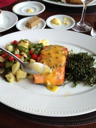 Antiquarius : salmão ja com o molho de maracujá fresquinho
