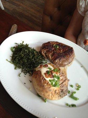 Antiquarius : prato de meio mignon com batata assada