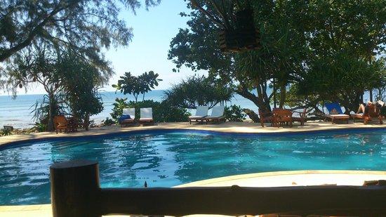 Koh Jum Beach Villas: Resort Pool