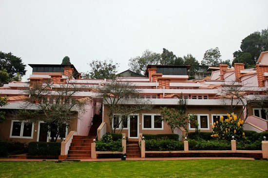 Kodai Resort: Another view of cottages at garden level