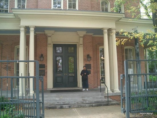 Jane Addams' Hull-House Museum: Entrance to Hull House