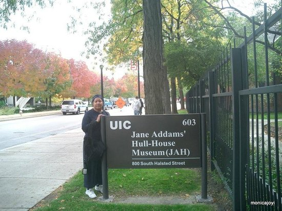 Jane Addams' Hull-House Museum : Outside grounds of Jane Addams' Hull House